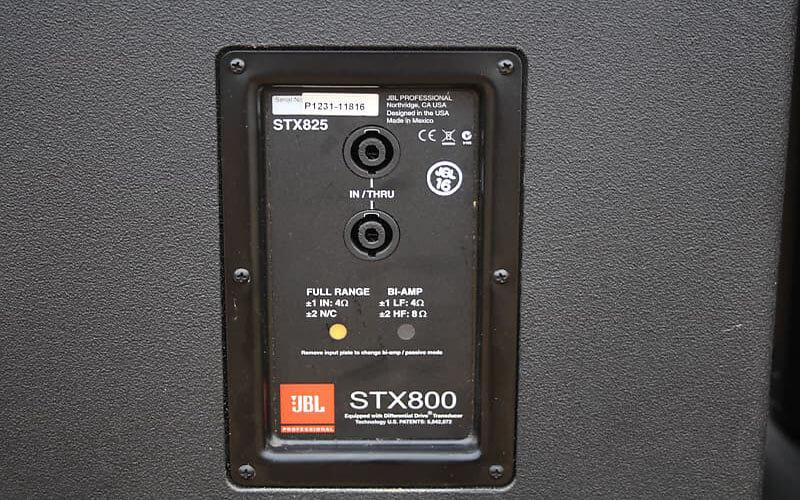 Cổng kết nối loa JBL STX825