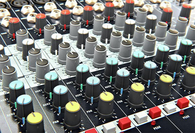Núm điều khiển của Mixer Soundcraft EPM12