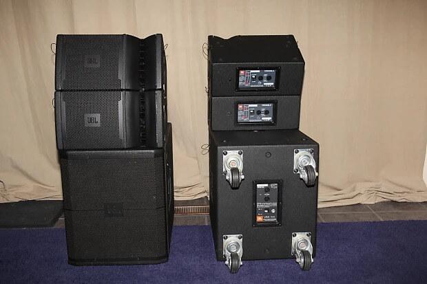 Loa JBL VRX918S kết hợp với loa array