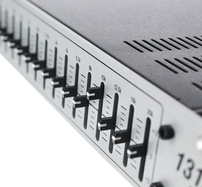 Cần điều chỉnh các dải tần số của Equalizer dbx 131S